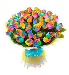 Букет из 59 радужных роз и 1 пучка салала «Летнее Солнцестояние»