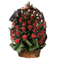 Траурная корзина №42 из живых цветов «40 красных роз»
