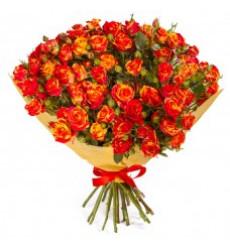 Букет из 101 огненно-оранжевой кенийской кустовой розы «Горячее сердце»