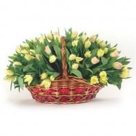 Корзина цветов с 101 жёлтым тюльпаном «Клермон-Ферран»