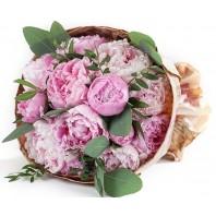 Букет из 11 розовых пионов «Невинный поцелуй»