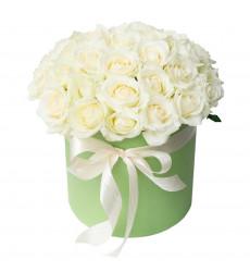 Букет из 15 белых  роз в шляпной коробке «Любовное послание »