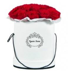 Цветы в шляпной коробке с 15 красными розами Ред Наоми «Королева гламура»