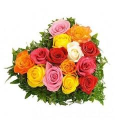 Цветочная композиция из 15 разноцветных роз «Павлиний хвост»