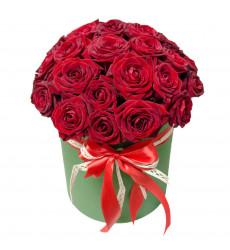 Букет из 23 красных роз в шляпной коробке  «Шкатулка любви »