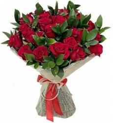 Букет из 25 красных роз с рускусом «Зеркало души»