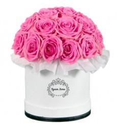 Цветы в шляпной коробке с 25 розовыми розами Аква «Зефирные облака»