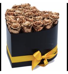 Букет из 25 золотых роз в коробке в форме сердечка  «Богатство души»
