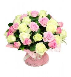 Букет-микс из 27 кустовых роз розового и белого цвета «Ласковая моя »