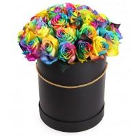 Цветы в коробке с 29 радужными розами «Цветные сны»
