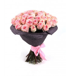 Букет из 35 нежно-розовых кенийских роз «Нежная мелодия»