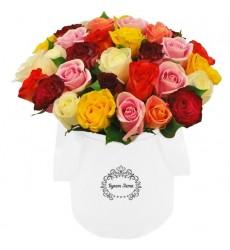 Цветы в шляпной коробке с 35 разноцветными розами «Природа волшебства»