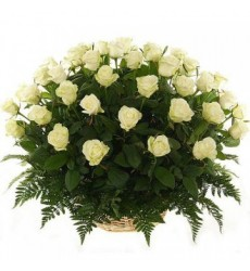 Корзина цветов с 51 белой розой «Венецианский карнавал»