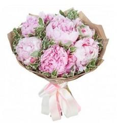 Букет из 7 розовых пионов «Песня влюблённых»