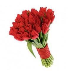 Букет  из 35 красных тюльпанов «Красная элегия»