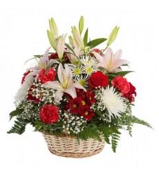 Корзина цветов с 3 лилиями и 10 хризантемами «Аликанте»
