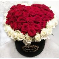 Цветы в коробке с 51 розой «Танец ангела»