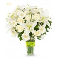 Букет из 8 гербер, 9 роз, 3 веток лилии и зелени «Шато де Куранс»