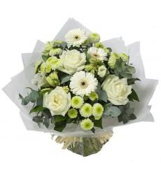 Букет из 5 гербер, 5 роз, 4 альстромерий и 3 кустовых хризантем «Мелодия любви»