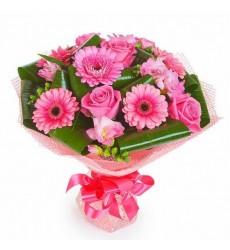 Букет из 7 гербер, 6 роз и 5 альстромерий «Озеро нежности»