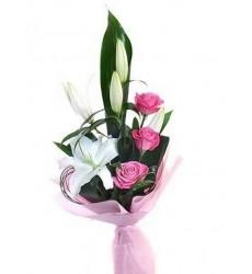 Букет из 3 розовых роз и лилии «Идиллия»