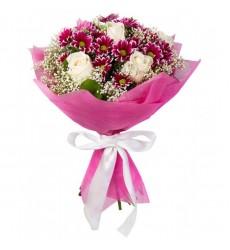 Букет из 7 кремовых роз и 6 кустовых хризантем «Эксклюзив»