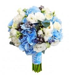 Букет невесты из 2 гортензий, 4 лизиантусов, 5 кустовых роз и 7 фрезий «Любовь навсегда»