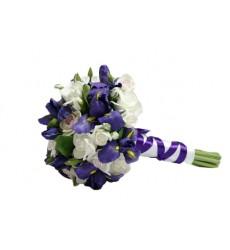 Букет невесты из 15 кустовых роз и 9 ирисов «Принцесса-невеста»