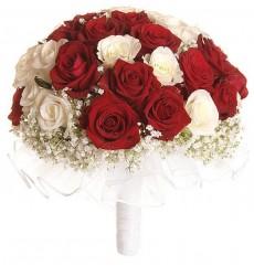 Букет невесты из 14 белых роз и 15 роз Гран При «Самый важный день»