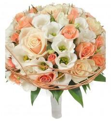 Букет невесты из 5 эустом, 7 одноголовых и 3 кустовых роз «Свадебная кадриль»