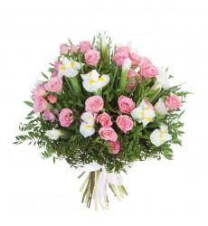 Букет из белых ирисов и розовых роз «Эсфирь»