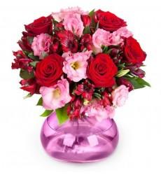Букет из 7 эустом, 5 роз Гран При и зелени «Настоящая романтика»