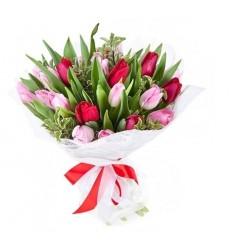 Букет из 25 разноцветных тюльпанов «Радужный всплеск»