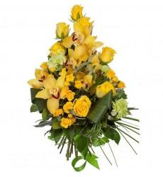 Букет из 7 жёлтых роз, 3 гвоздник и 7 орхидей  «Сияние золота»