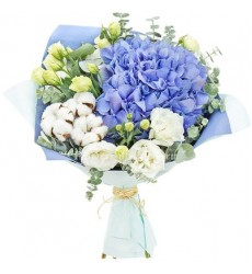 Букет из голубой гортензии, эустом и хлопка «Сиреневые сумерки»