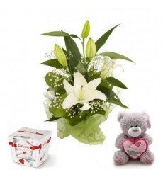 Подарочный набор мишка Тедди, букет лилий и конфеты Raffaello «Райское искушение»