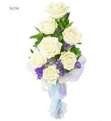Букет из 7 роз, статицы и зелени «Сказочный вечер»