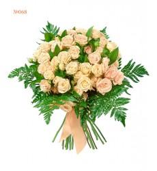 Букет из 11 кустовых роз и зелени «Бежевый сон»