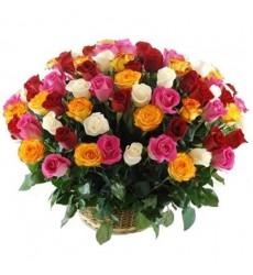 Корзина цветов со 101 разноцветной розой «Корабль любви»