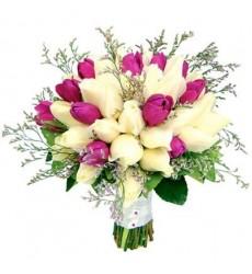 Букет невесты из 25 роз и 11 тюльпанов «Язык нежности»