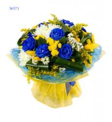 Букет из 9 синих роз, 11 тюльпанов, хризантем и статицы «Парижская ночь»