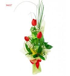 Букет из 3 тюльпанов и зелени «Три пламени»
