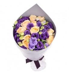 Букет из 10 роз и 11 эустом «Улыбка графини»