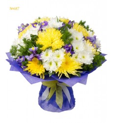 Букет из 13 ирисов, 11 одноголовых и 11 кустовых хризантем «Клод Моне»