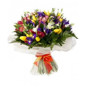 Букет из 3 альстромерий, 3 ирисов, 7 тюльпанов и 2 эустом «Анариэль»
