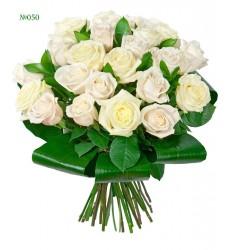 Букет из 3 роз, 4 хризантем и 5 маленьких гербер «Мерцание небес»