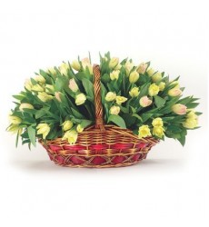 Корзина цветов со 101 тюльпаном «Вешний цвет»