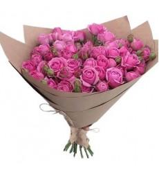 Букет из 25 кустовых пионовидных роз «Розовый пломбир»