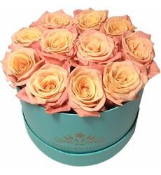 Цветы в коробке  с 15 розами «Кружева нимфы»