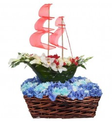 Цветочная композиция из калл, гортензий, орхидей и эустом «Летящая бригантина»